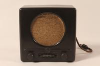 2008.156.3 a front Deutscher Kleinempfänger [German small radio]  Click to enlarge