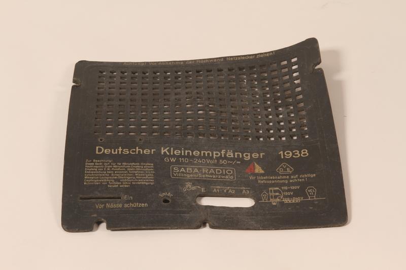 2008.156.3 b back Deutscher Kleinempfänger [German small radio]