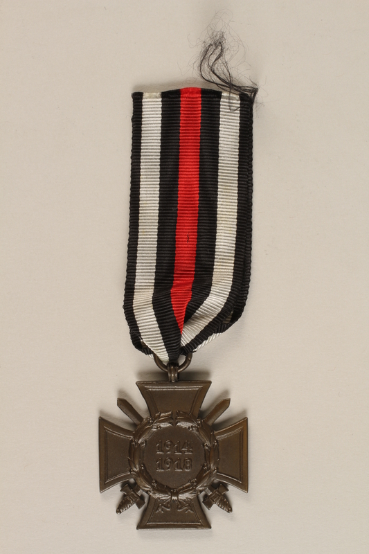1988.156.1.3 front Honor Cross of the World War 1914/1918 combatant veteran service medal awarded to a German Jewish soldier