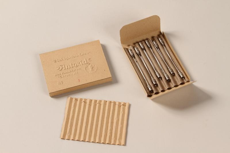 1990.36.13 open Needle