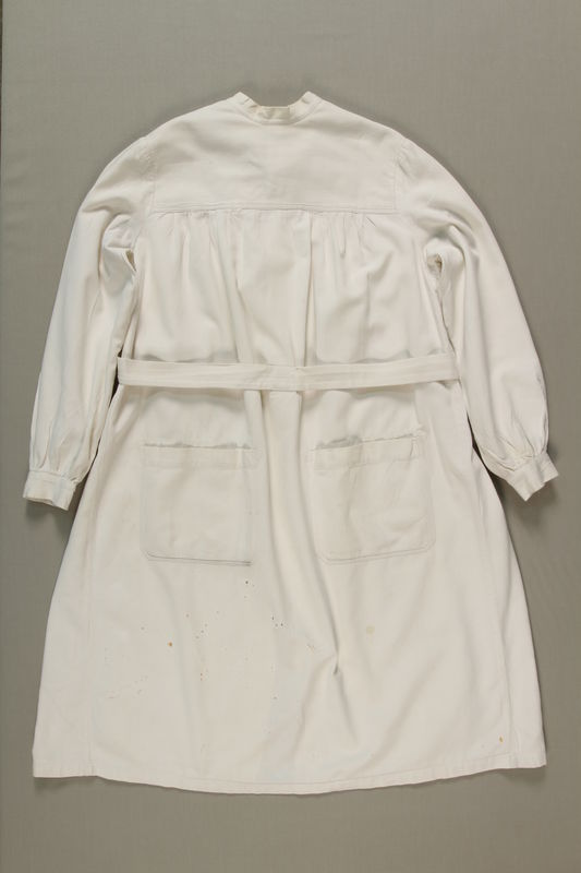 1990.36.15 front Doctor's operating room coat