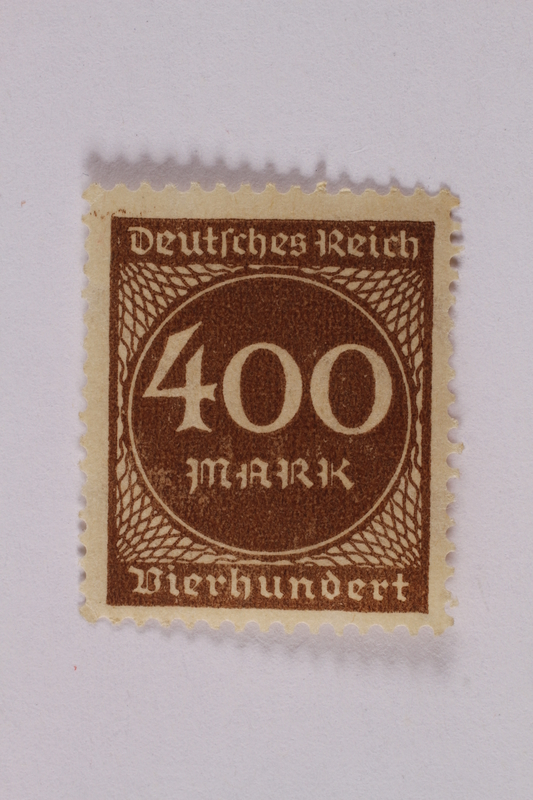 2006.265.29 front Postage stamp, 400 mark, issued in Germany during hyperinflation in the Weimar Republic