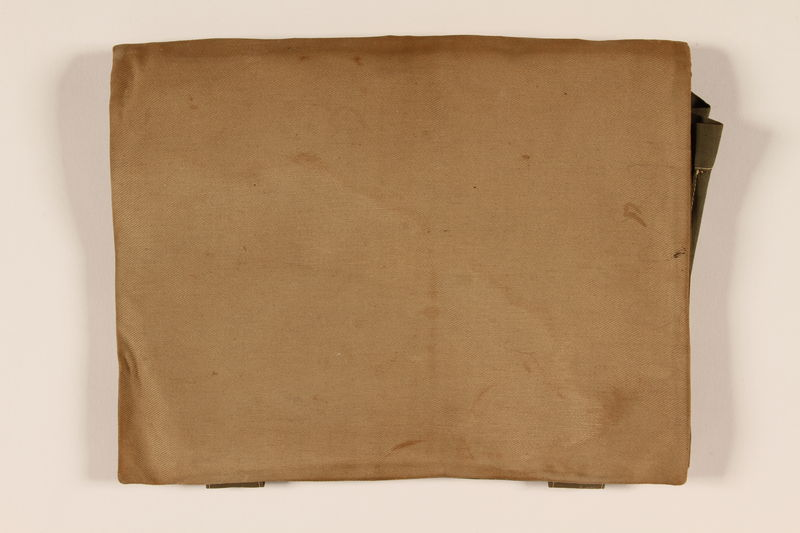 2009.260.2 closed Handmade canvas folder used by a Hungarian Jewish refugee