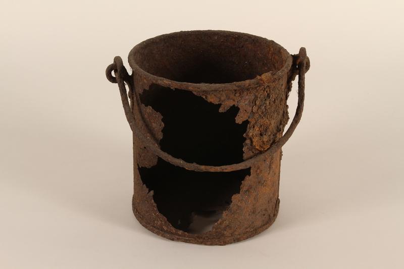 1990.37.10 front Pot