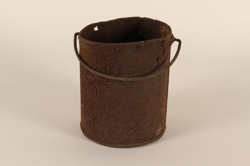 1990.37.9 front Pot