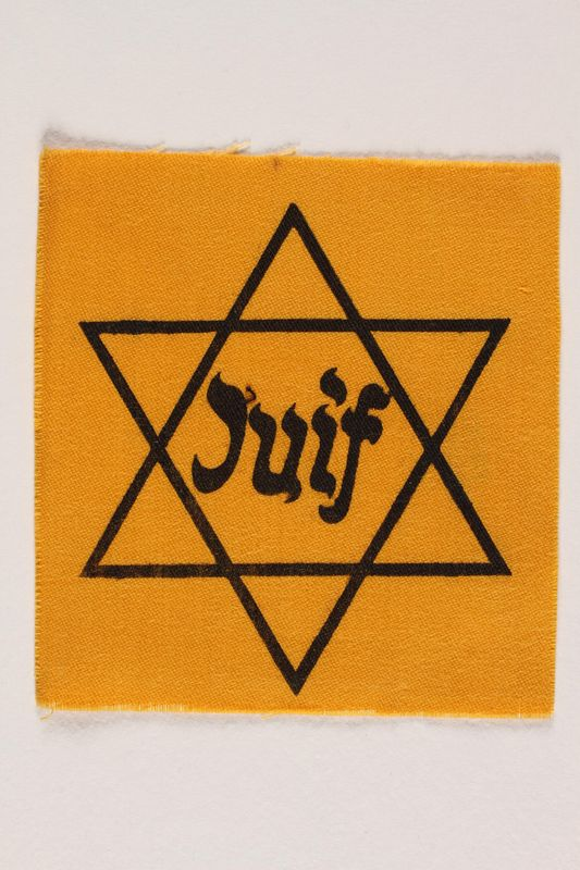 1990.54.2 front Unused Star of David badge with Juif acquired by a Jewish chaplain, US Army