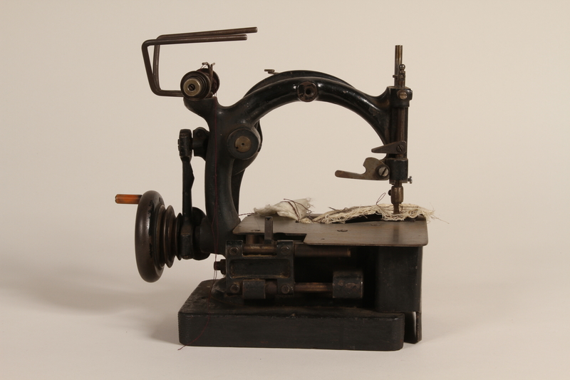 1990.78.5 front Chain stitch sewing machine of the type used in Łódź Ghetto