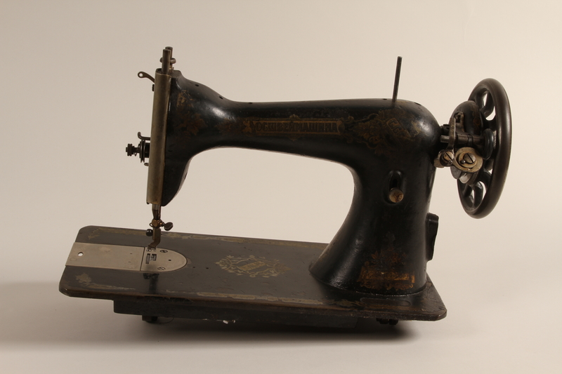 1990.78.6 a front Soviet treadle sewing machine with Singer storage table of the type used in Łódź Ghetto