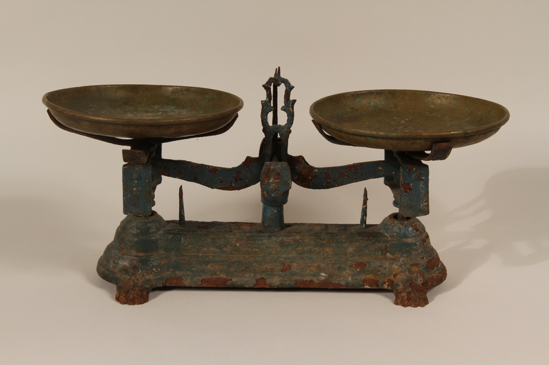 1990.78.7 front Iron shop store hand scale with two copper trays