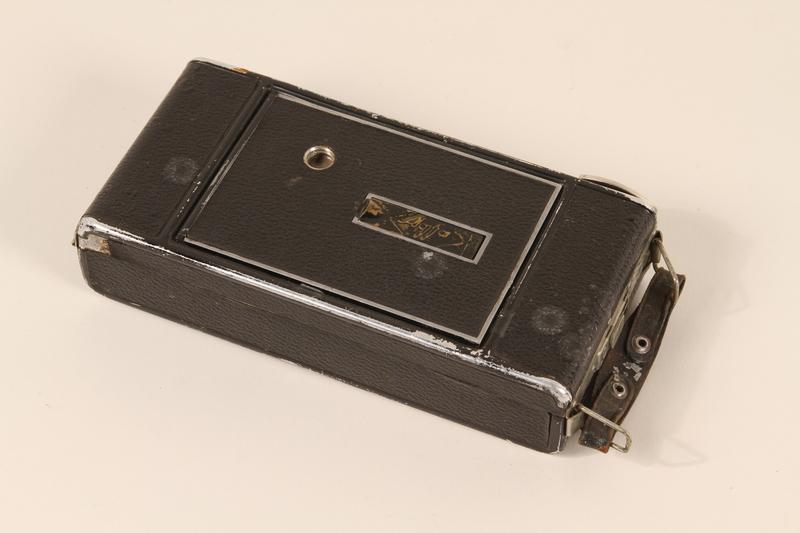 1990.79.3 closed Agfa Billy I automatic 6 x 9 cm format camera