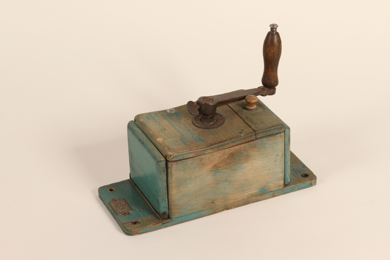 1990.81.5 front Manual hanging hand crank coffee mill