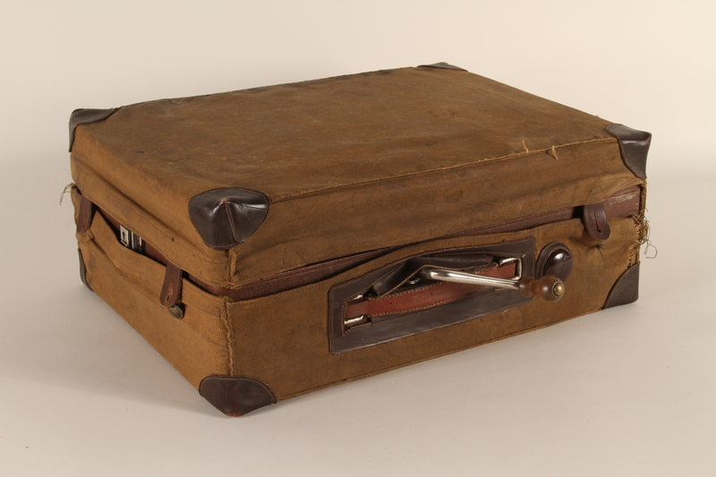 1990.82.2.1_a-b closed Phonograph made by Konrad Kaim and Son in prewar Lwow