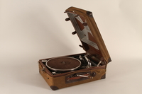 1990.82.2.1_a-b open Phonograph made by Konrad Kaim and Son in prewar Lwow  Click to enlarge
