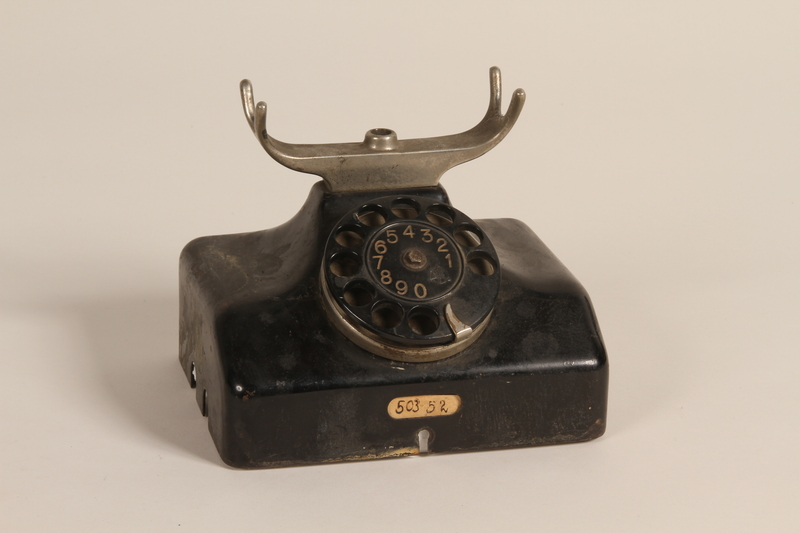 1990.85.1 a front Polish made telephone