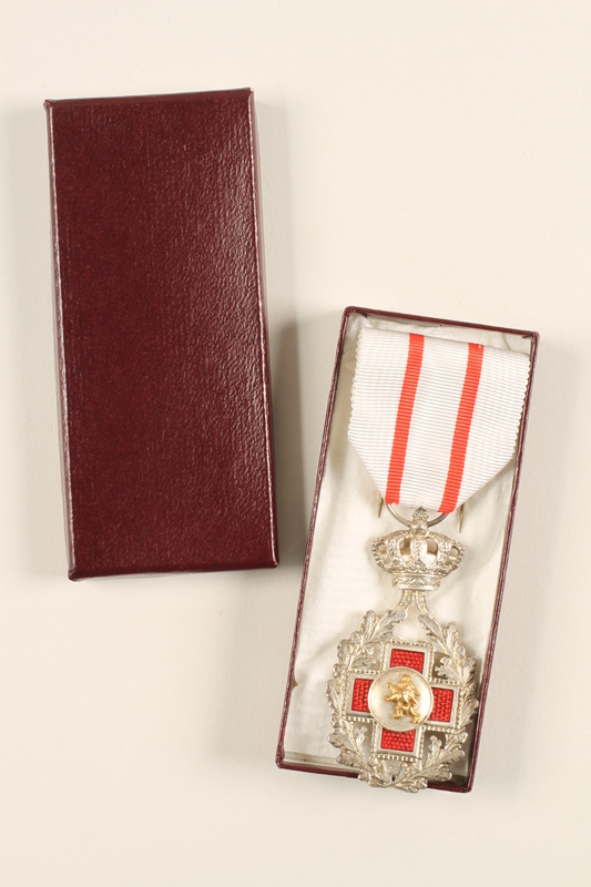 2007.212.3_a-c open Belgian Red Cross medal, ribbon, and box awarded to a Jewish Russian nurse