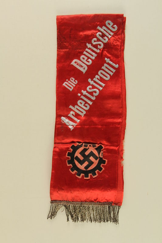 2010.456.2 front Deutsche Arbeitsfront fringed sash with swastika and cog wheel acquired by a US soldier