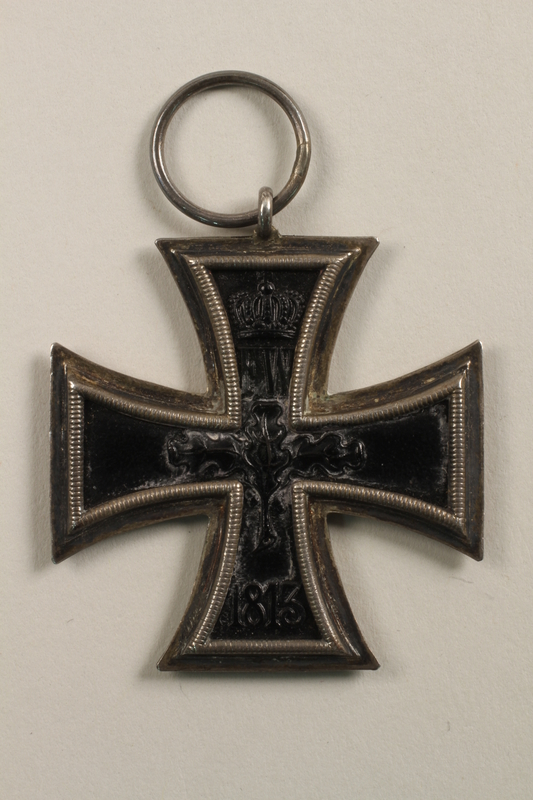 2010.458.3 back WWI Iron Cross medal awarded to a German Jewish veteran