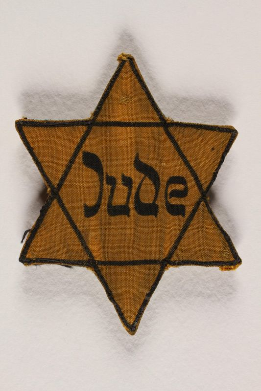 1991.117.1 front Star of David badge with Jude printed in the center