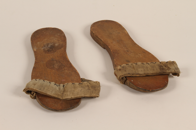 2010.464.2_a-b front Wooden sandals with a canvas strap worn by a Mir Yeshiva refugee in Shanghai
