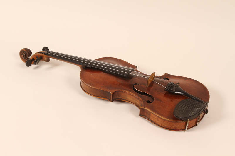 2010.472.2_a front Violin, bows, case and accessories recovered from Łódź ghetto and played in DP camps by a Polish Jewish musician