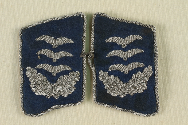 2011.75.5_a-b front Pair of blue and silver collar tabs for a Luftwaffe Hauptmann [Captain] acquired by a US soldier