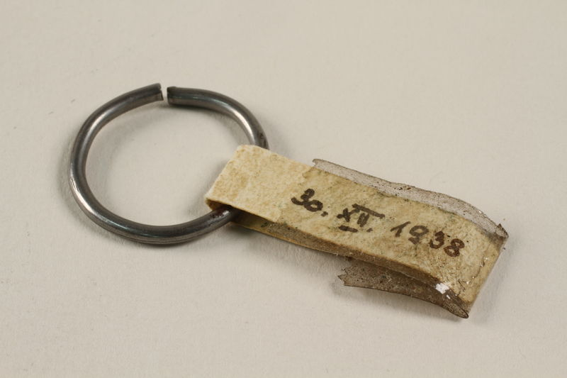 2010.486.3 front Small silver curtain ring worn as a wedding ring by an Austrian Jewish refugee