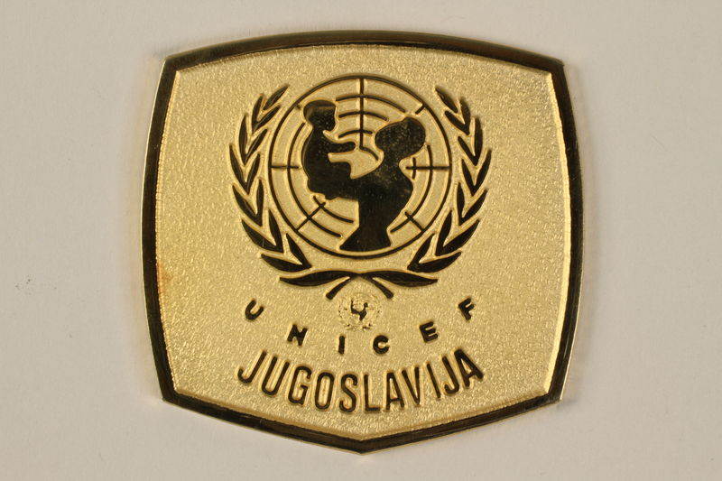 2011.108.6_a front UNICEF medallion with box awarded to a Macedonian Jewish partisan woman