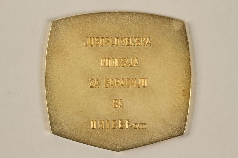 2011.108.6_a back UNICEF medallion with box awarded to a Macedonian Jewish partisan woman