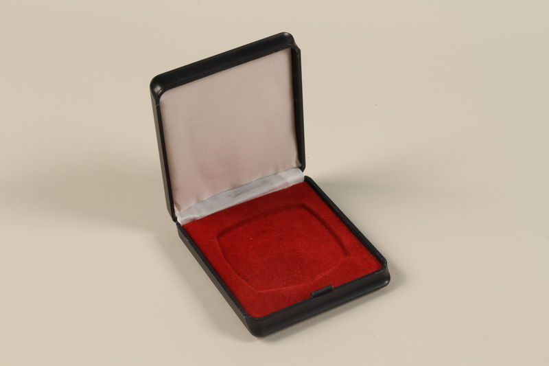 2011.108.6_b open UNICEF medallion with box awarded to a Macedonian Jewish partisan woman