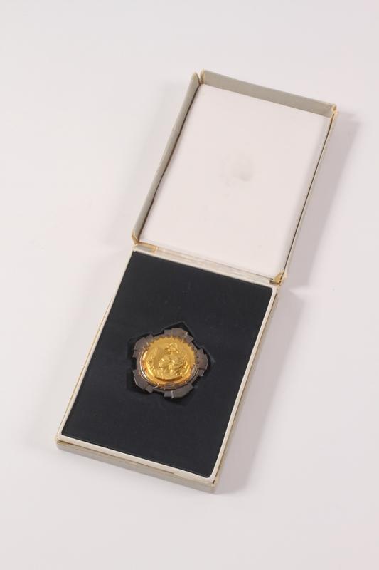 2011.108.17 a-b front Orden Rada Sa Zlatnim Vencem awarded to a Macedonian Jewish partisan woman