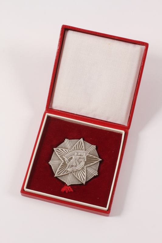 2011.108.19 a-b front SUBNOR medallion awarded to a Macedonian Jewish partisan woman