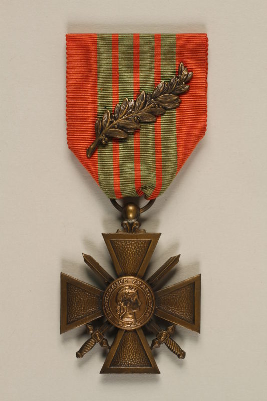 2011.160.3 front French Croix de Guerre with bronze palm awarded to a German Jewish resistance fighter