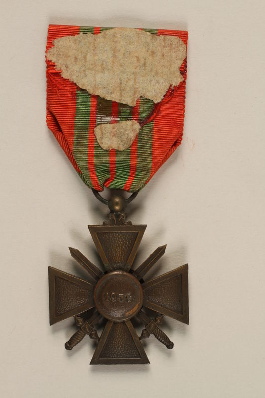 2011.160.3 back French Croix de Guerre with bronze palm awarded to a German Jewish resistance fighter