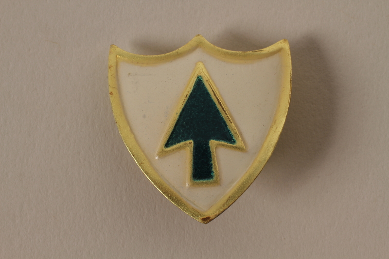 2011.75.15_c front Set of US Army 26th Infantry Regiment lapel pins acquired by US soldier