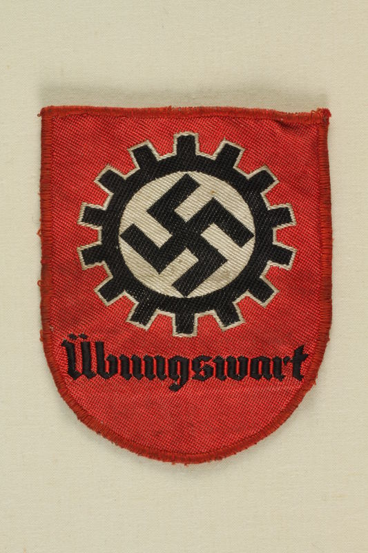 1991.139.4 front Nazi patch with a swastika  in a cogwheel acquired by a US soldier