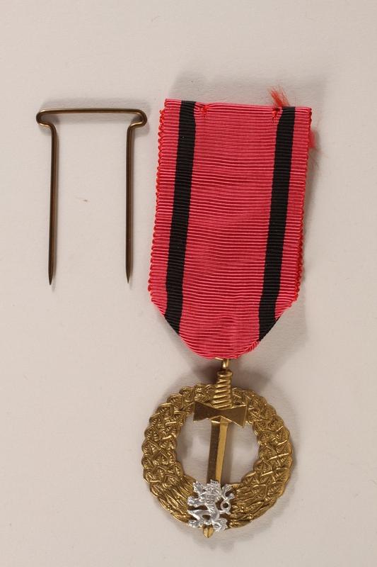 2007.228.2_a-b front Pametni Medaile Ceskoslovenska Armada V Zahranici (Czechoslovak Army Abroad) awarded to a Czech Jewish soldier