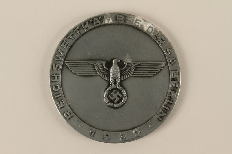 2002.327.4_a front Medal