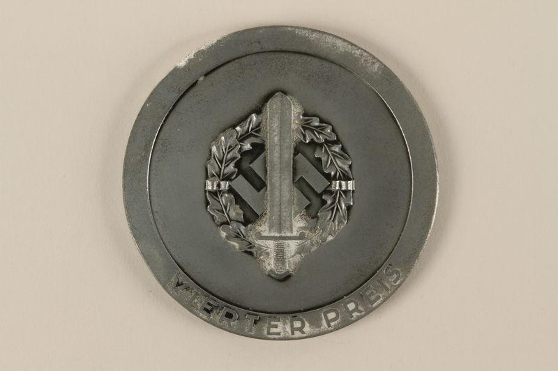 2002.327.4_a back Medal