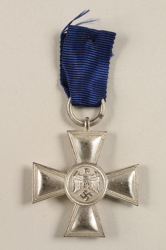 2002.327.11 front Medal