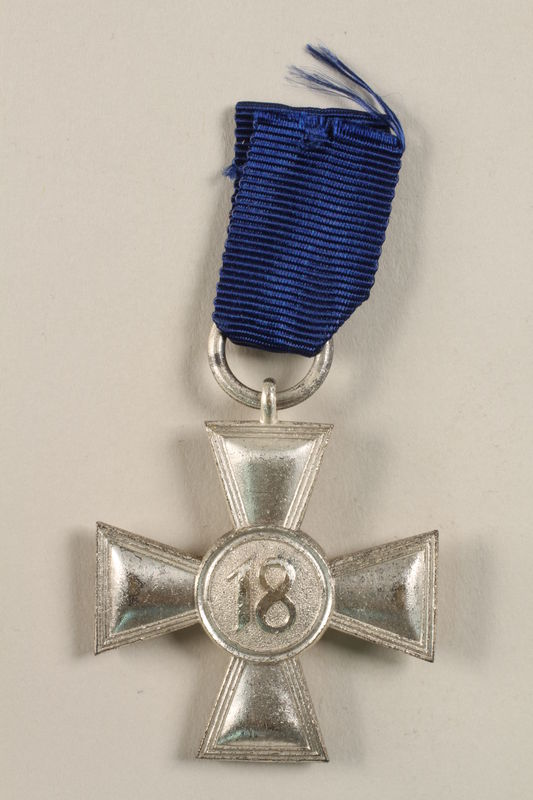 2002.327.11 back Medal