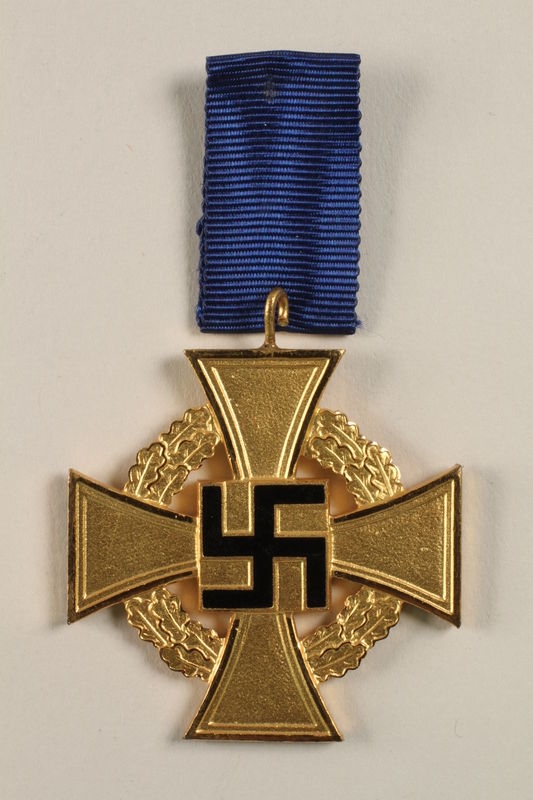 2002.327.15 front Civil Service Faithful Service Cross medal