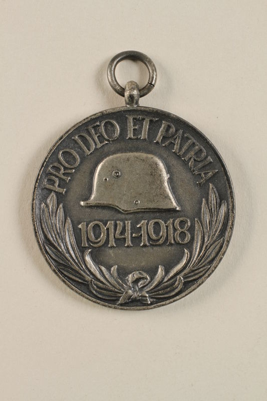 2011.259.4 front Commemorative Medal for World War I awarded to a Jewish German soldier