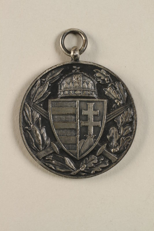 2011.259.4 back Commemorative Medal for World War I awarded to a Jewish German soldier