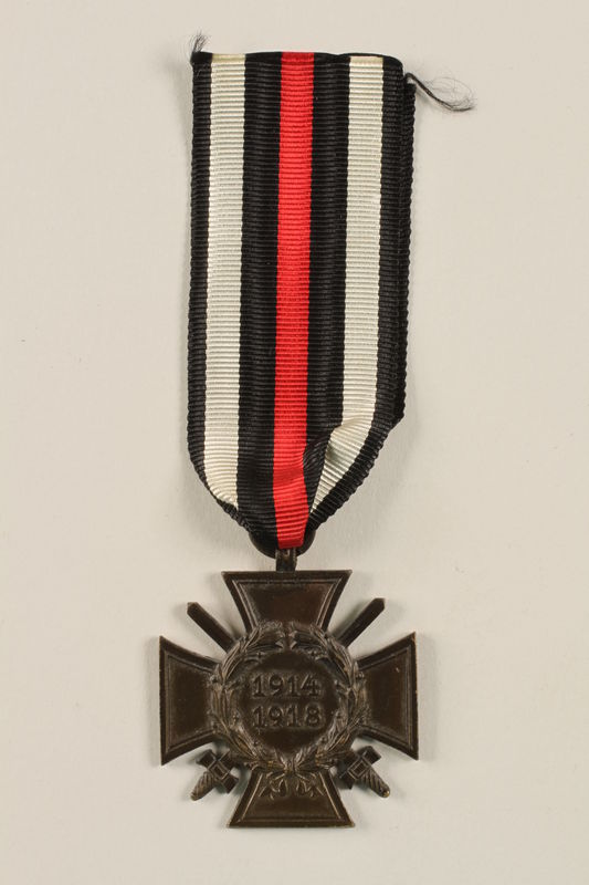 2011.259.7 front Honor Cross of the World War 1914/1918 combatant veteran service medal awarded to a German Jewish soldier