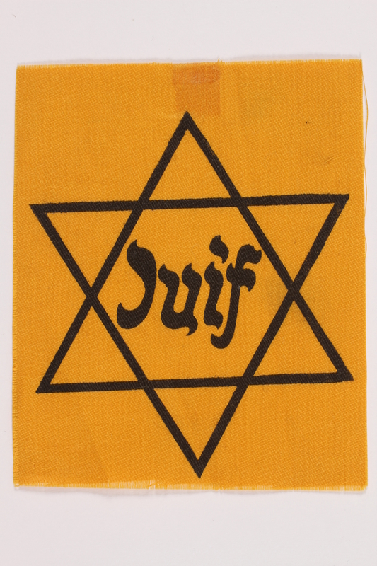 2010.502.2 front Unused Star of David badge with Juif owned by a German Jewish refugee