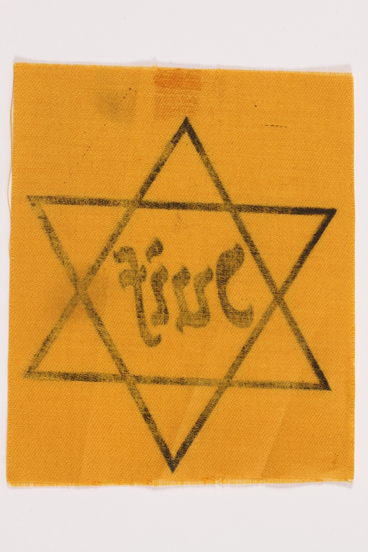 2010.502.2 back Unused Star of David badge with Juif owned by a German Jewish refugee