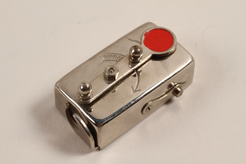2003.149.52 front Autoknips Model I automatic timer for camera used by German Jewish US soldier