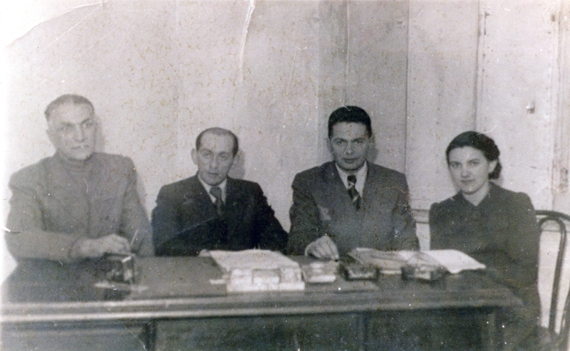 The management of the Kitchen Department in the Lodz Ghetto. Clockwise: Feder, Baruch Praszkier, Shmuel's father Gershon amd Riva Chirurg (born Cytryn). Shmuel and Miriam Kaufman Collection