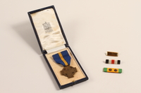 2002.22.3_a-e front Cross of Merit medal, ribbons, and pins awarded to a Dutch Jewish soldier, Prinses Irene Brigade  Click to enlarge