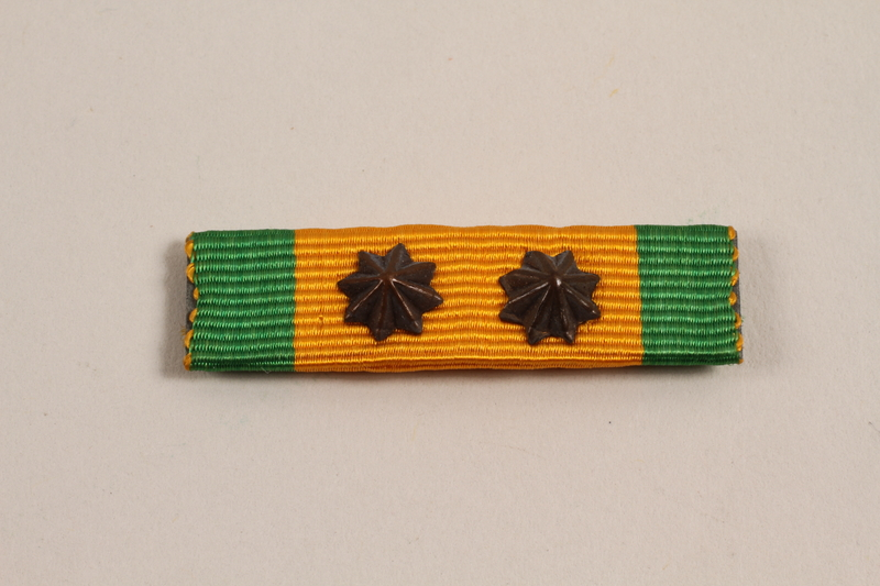 2002.22.3_b front Cross of Merit medal, ribbons, and pins awarded to a Dutch Jewish soldier, Prinses Irene Brigade